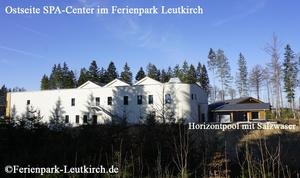 Ostseite Gebäude Deep Nature SPA im Center Parcs Allgäu Ferienpark Leutkirch